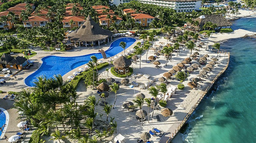 hotel 30 for sale 320 rooms beachfront 10 3 835x467 - Hotel for Sale #30