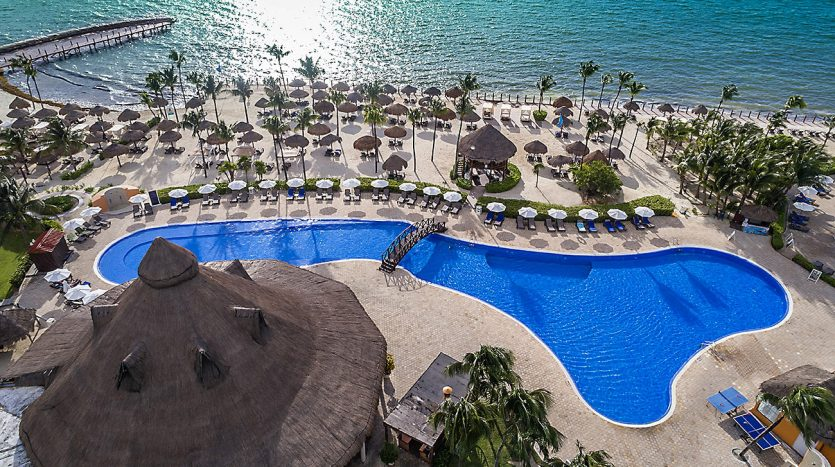 hotel 30 for sale 320 rooms beachfront 11 835x467 - Hotel for Sale #30