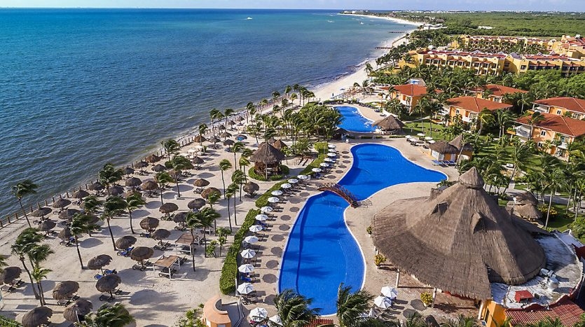 hotel 30 for sale 320 rooms beachfront 12 1 835x467 - Hotel for Sale #30