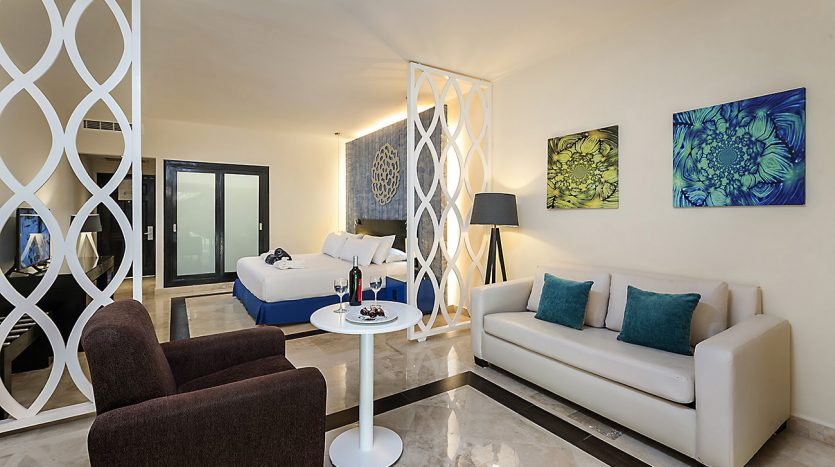 hotel 30 for sale 320 rooms beachfront 13 1 835x467 - Hotel for Sale #30