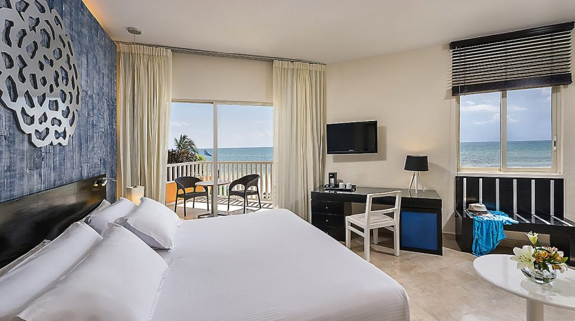 hotel 30 for sale 320 rooms beachfront 6 1 835x467 - Hotel for Sale #30