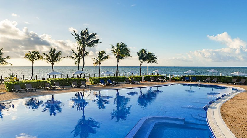 hotel 30 for sale 320 rooms beachfront 9 835x467 - Hotel for Sale #30