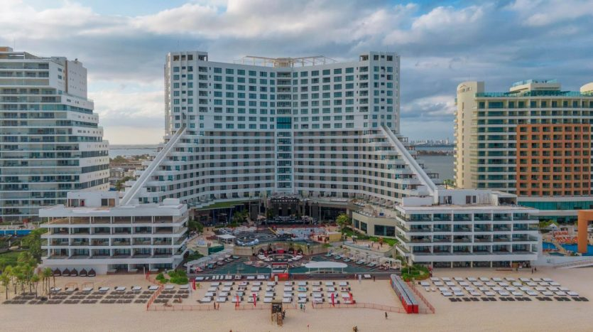 cancun hotel for sale 42 5 835x467 - Hotel for Sale #42